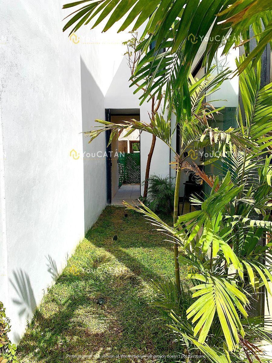 6 de 26: Jardín