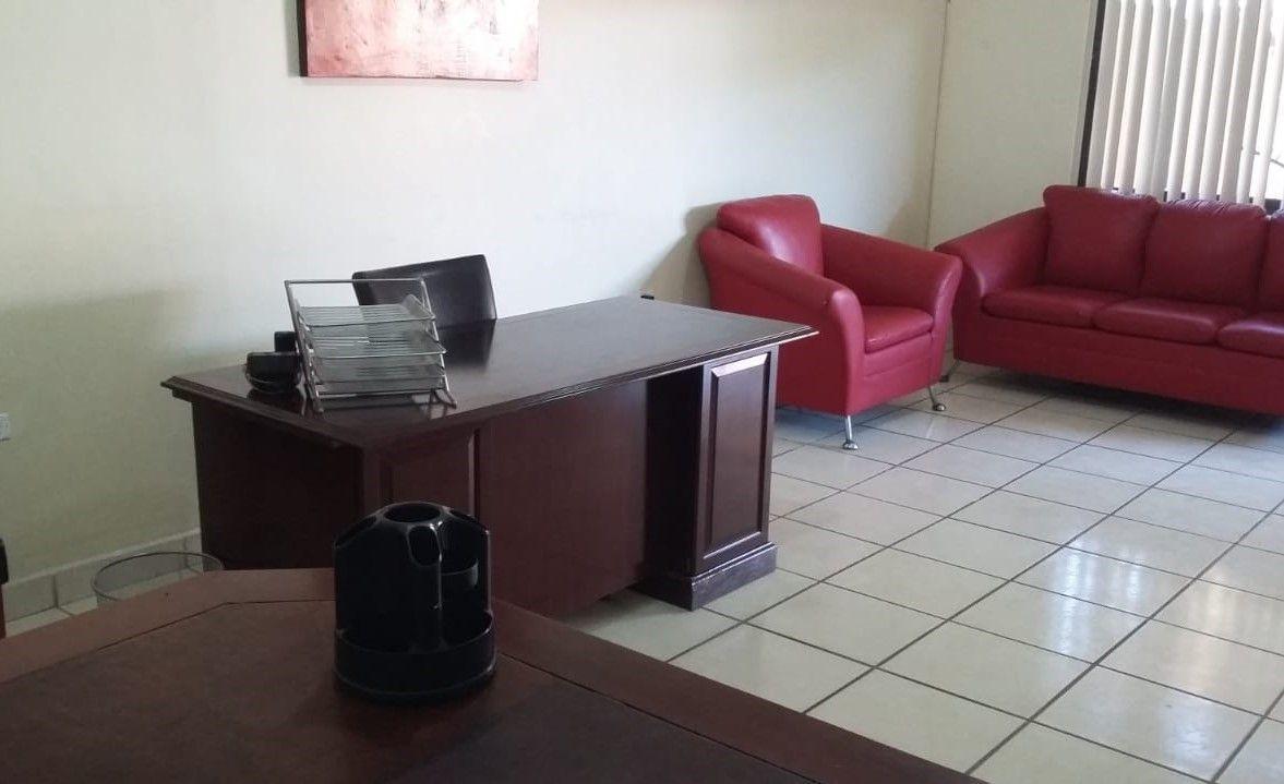 2 de 5: Interior local.