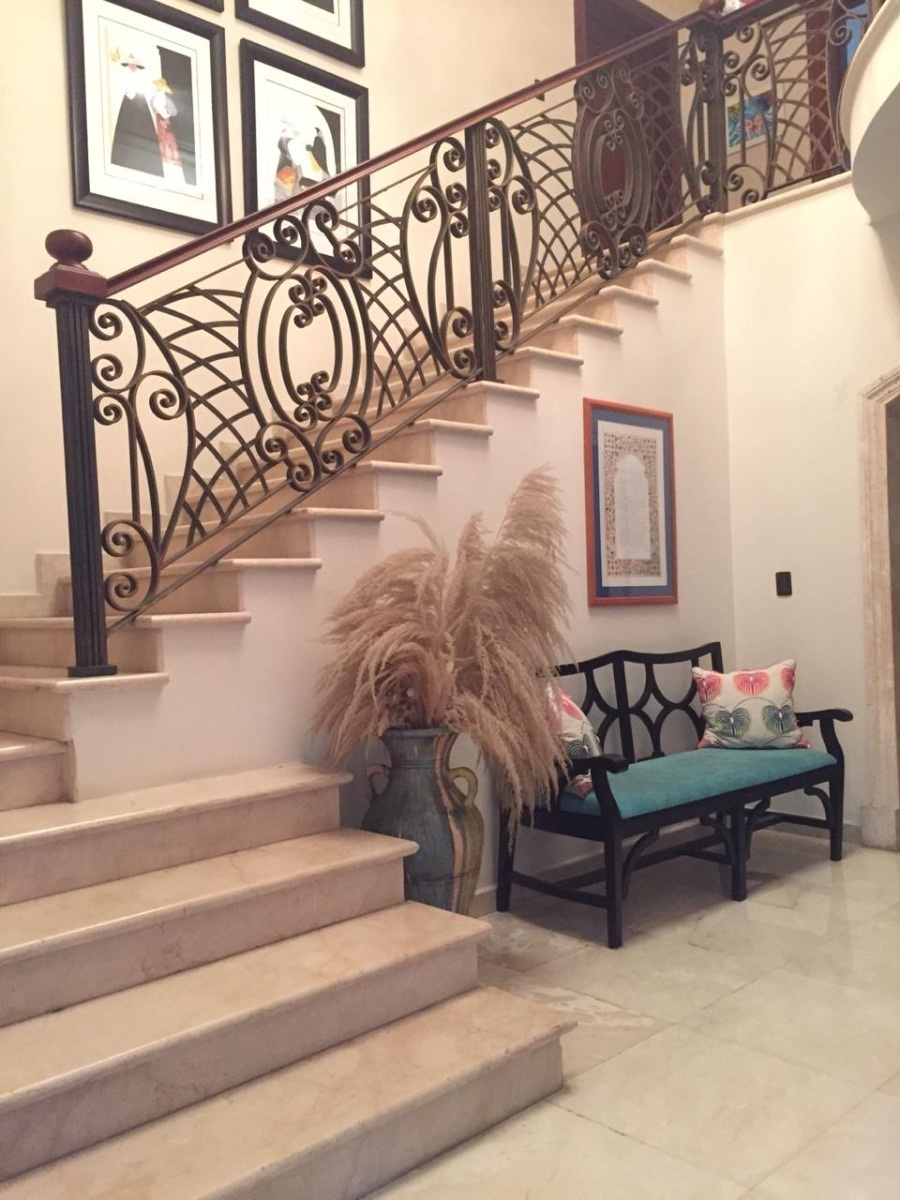 5 de 22: Escaleras al segundo nivel conjunto al recibidor