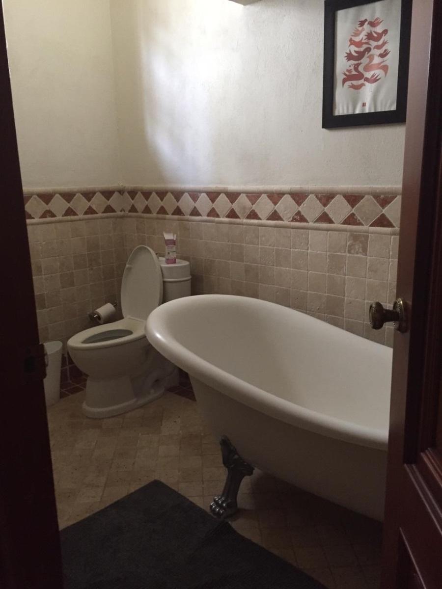 22 de 22: Baño habitación principal con su tina
