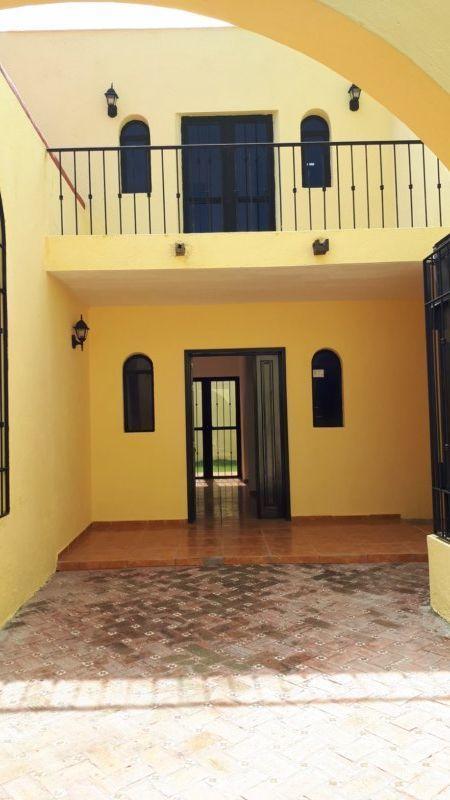 14 de 27: puerta de entrada principal