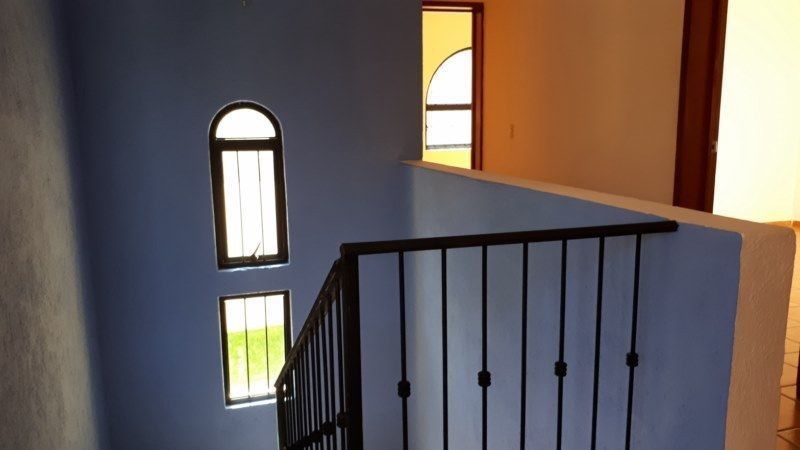 27 de 27: escalera doble altura con bóveda diamante