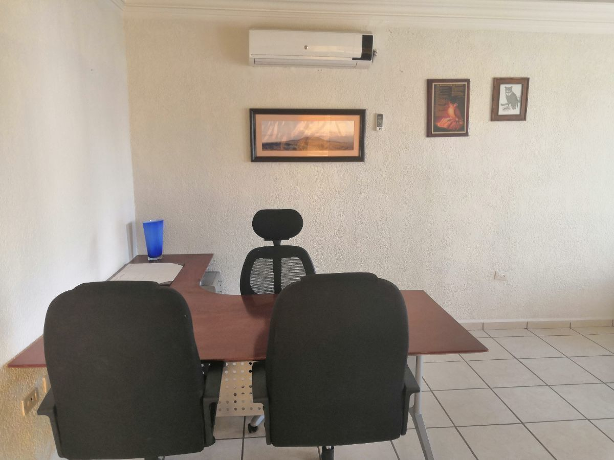 5 de 7: incluye dos escritorios y sus sillas y aire acondicionado