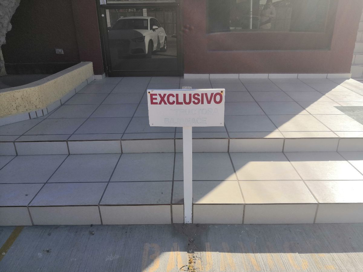 7 de 7: 1 cajón de estacionamiento exclusivo
