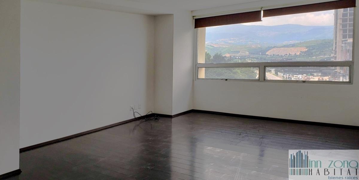 2 de 33: Habitación principal, muy amplia e iluminada.