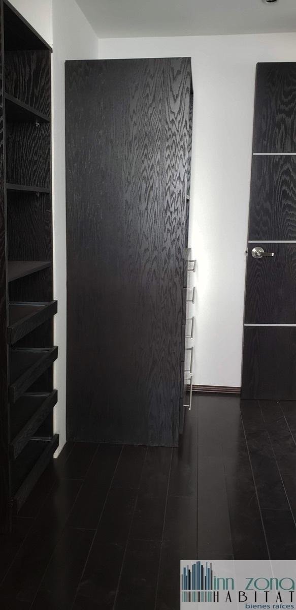 13 de 33: vestidor secundario.