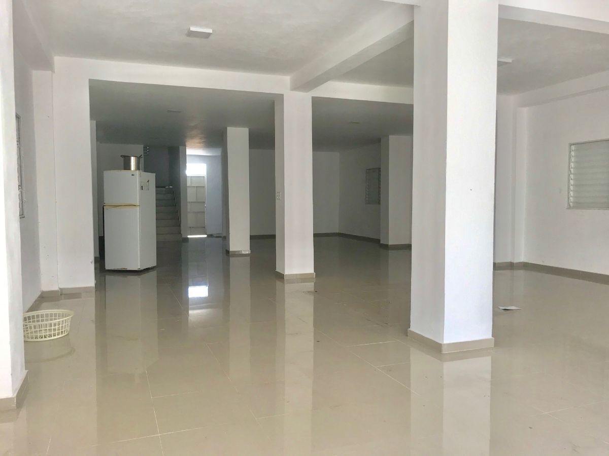 4 de 8: Interior de Salón abierto primer piso