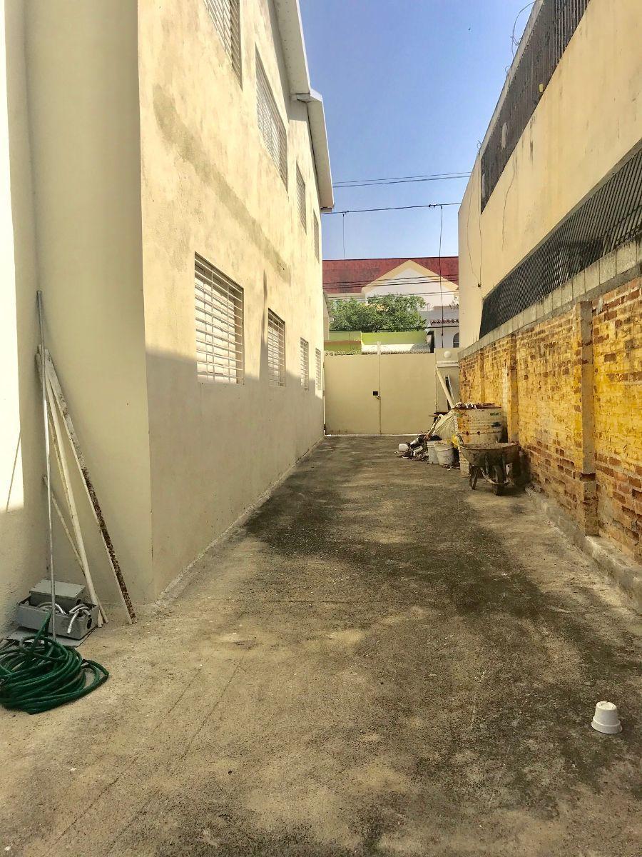 7 de 8: Callejón de acceso a patio
