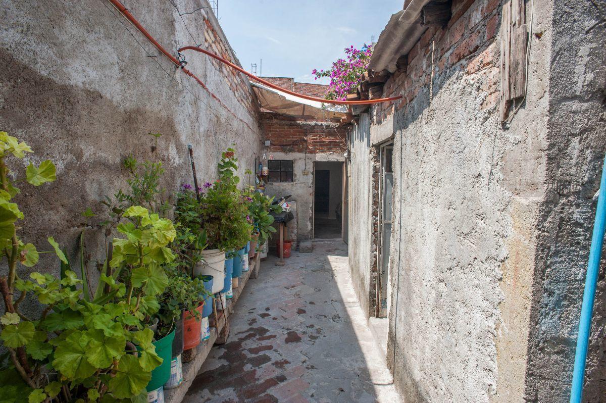 3 of 6: Primer pasillo
