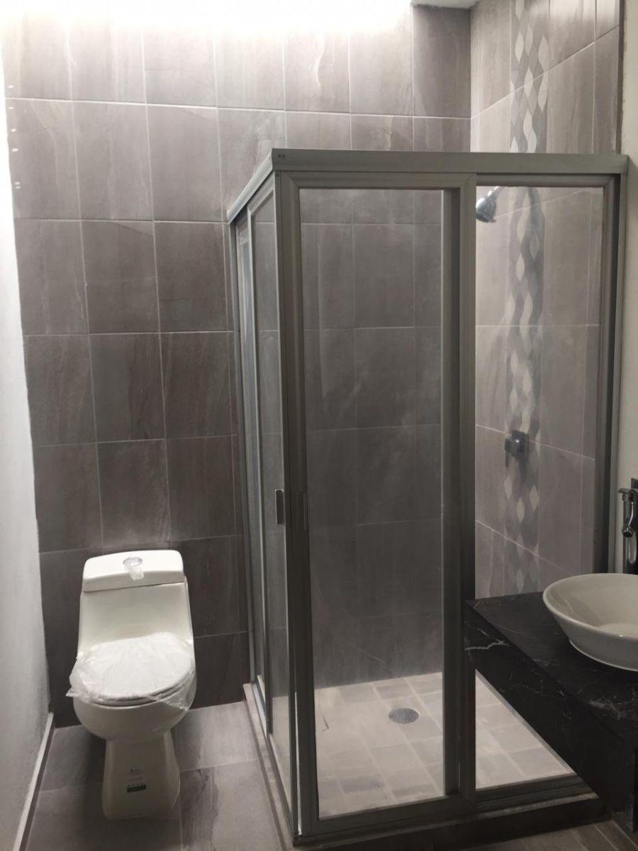 22 de 23: Baño-vestidor recámara principal