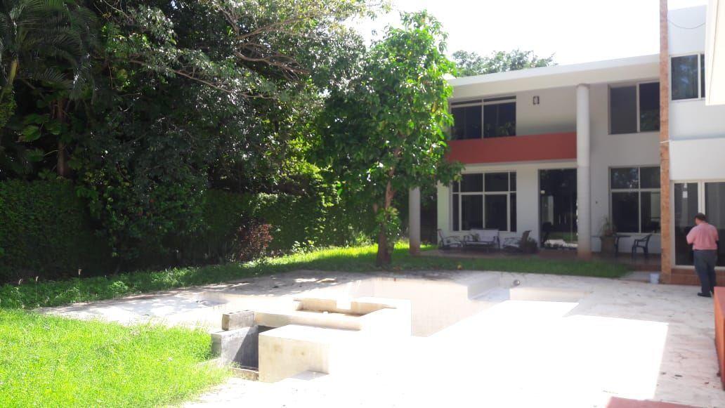 7 de 24: Vista desde el Jardín de la terraza techada y cocina
