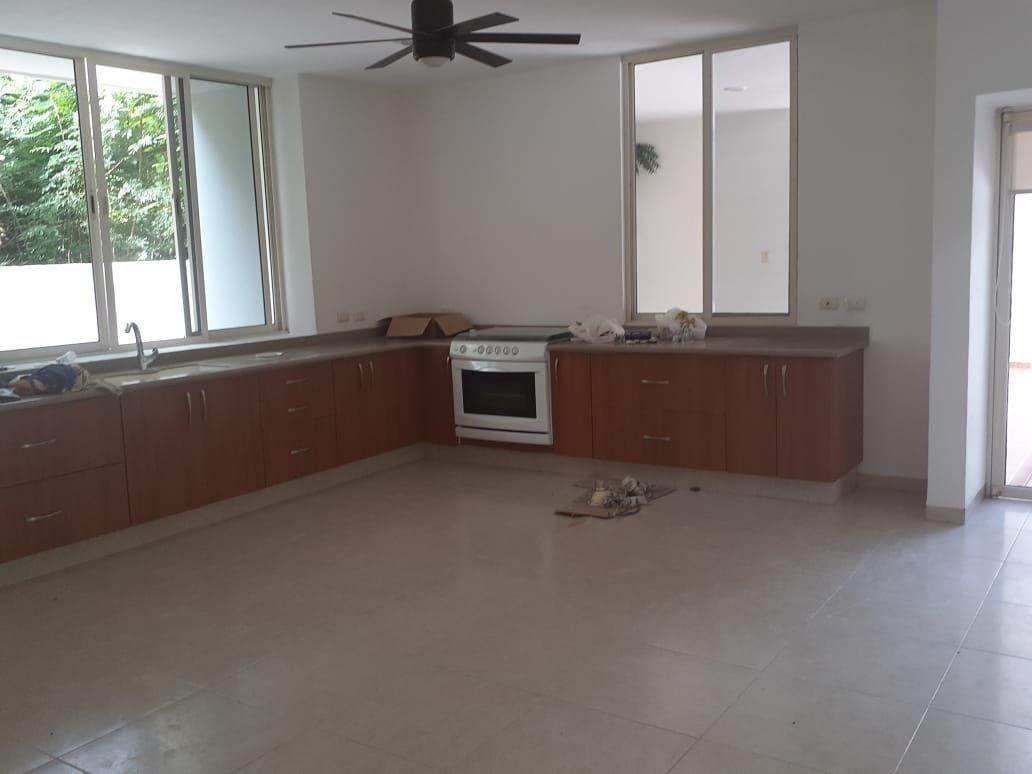 14 de 24: Cocina cuenta con cuarto para alacena