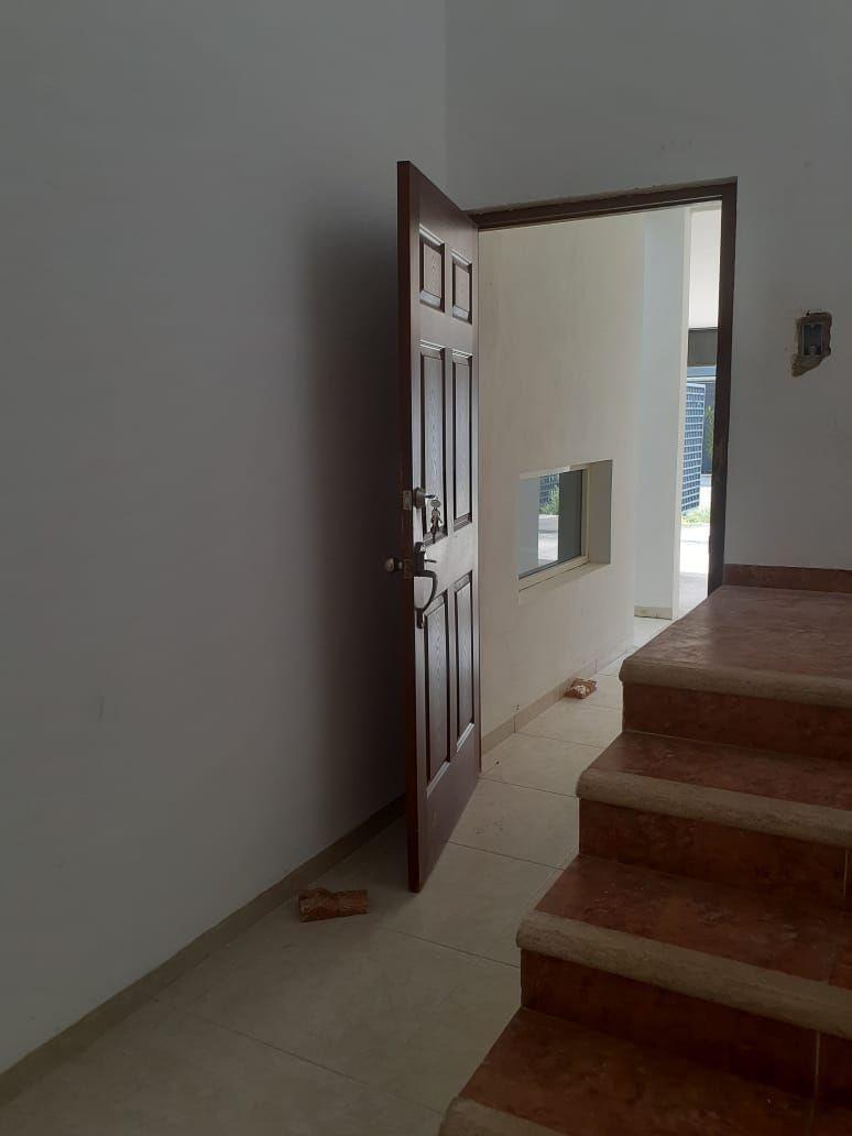 18 de 24: Escalera para acceso a área familiar