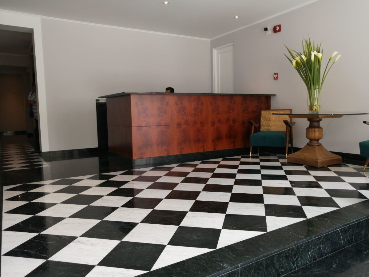6 de 39: Elegante lobby típico de Mario Lara
