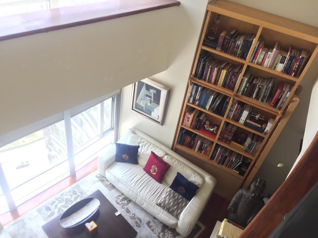 2 de 45: Sala y librero