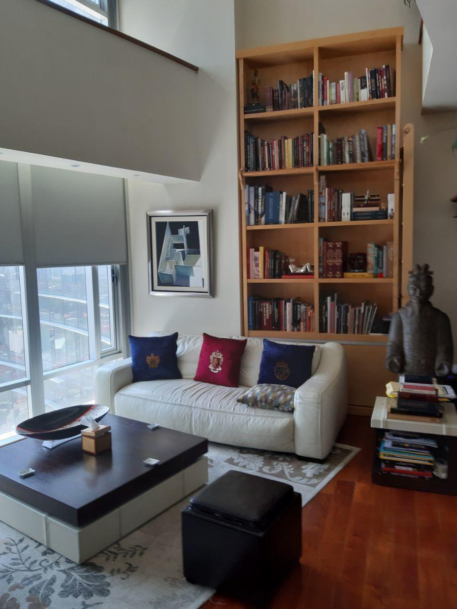 1 de 45: Sala y librero