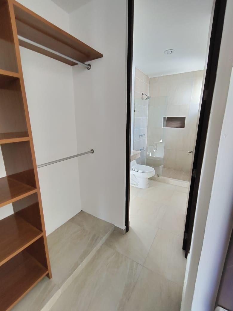 12 de 21: Baño y Closet Vestidor
