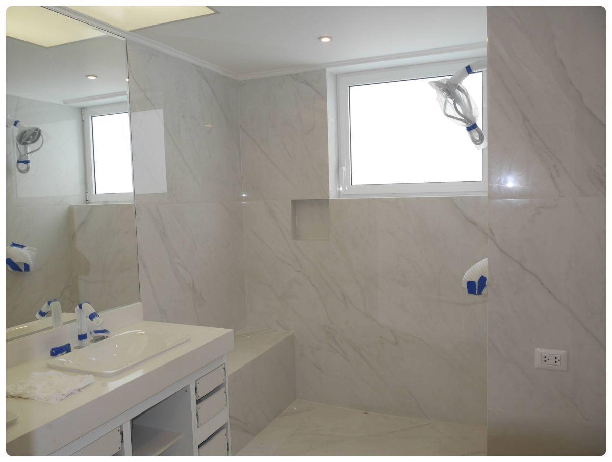 20 de 36: Gran baño con accesorios de lujo Kohler