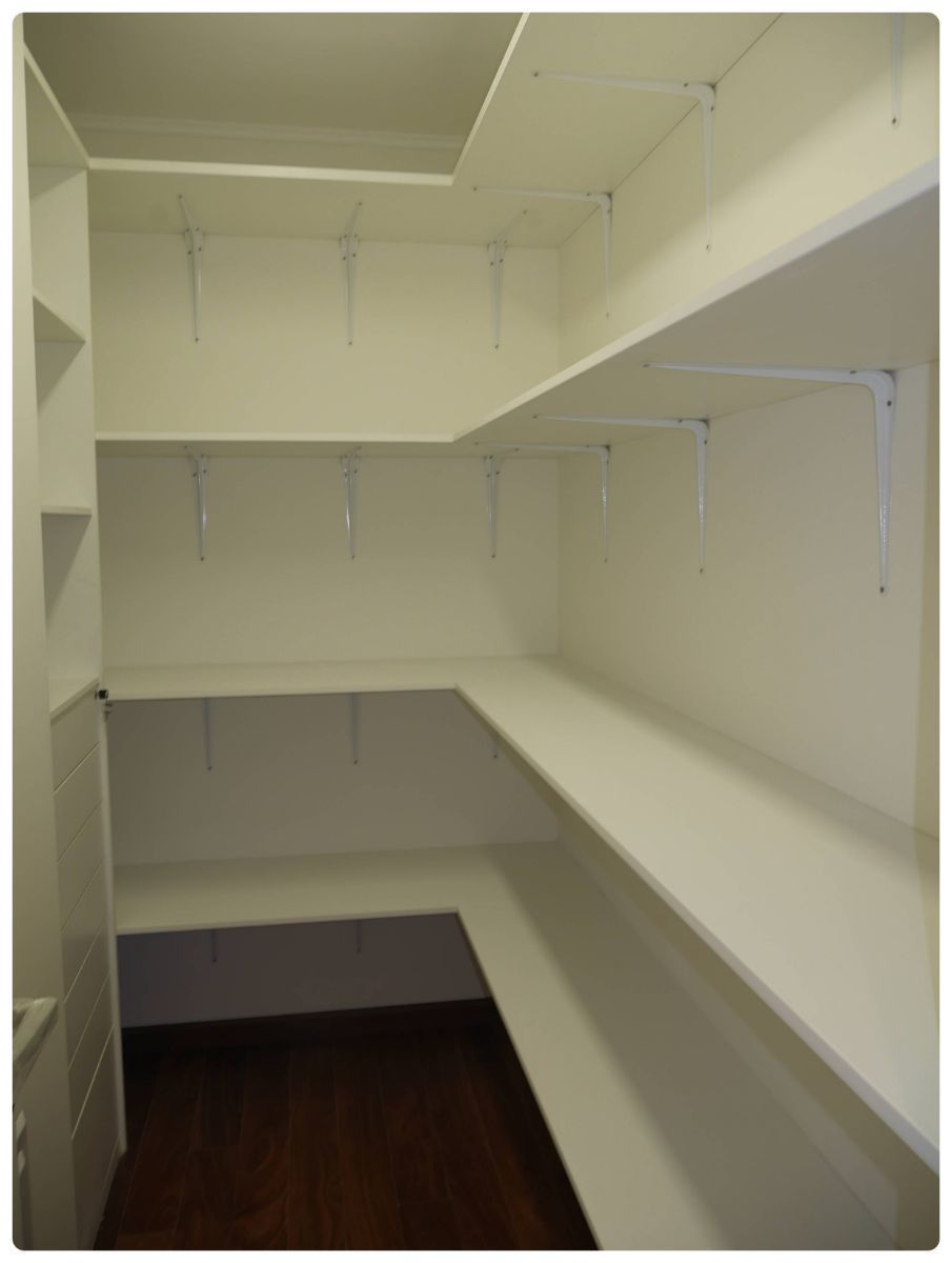 32 de 36: Closet para ropa blanca en el área familiar