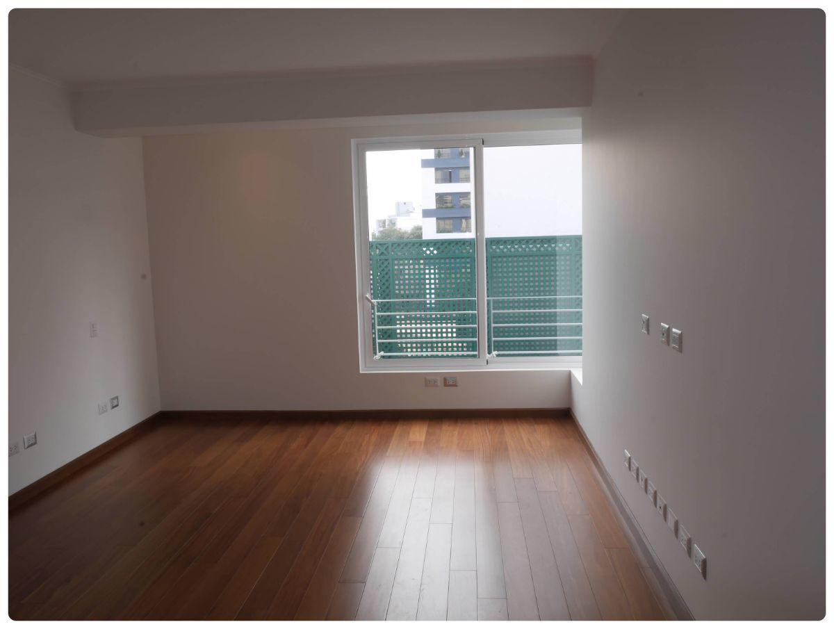 28 de 36: Dormitorio  Secundario con walk-in-closet y baño incorporado