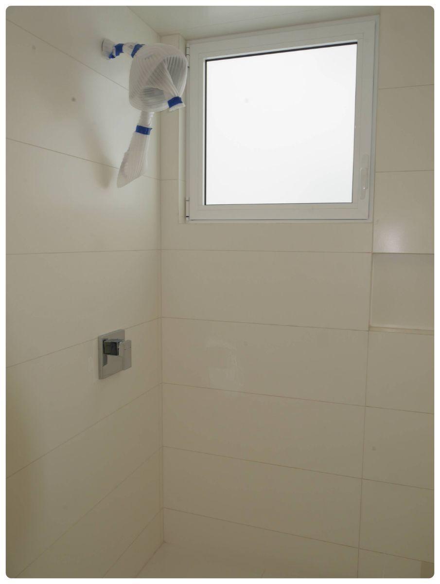 29 de 36: Baño secundario con grifería kohler