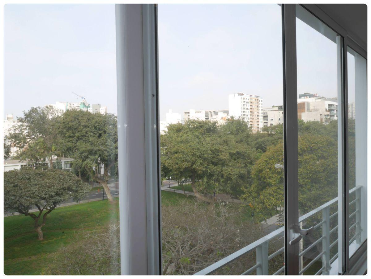 14 de 36: Hermosa vistas desde el dormitorio principal al parque