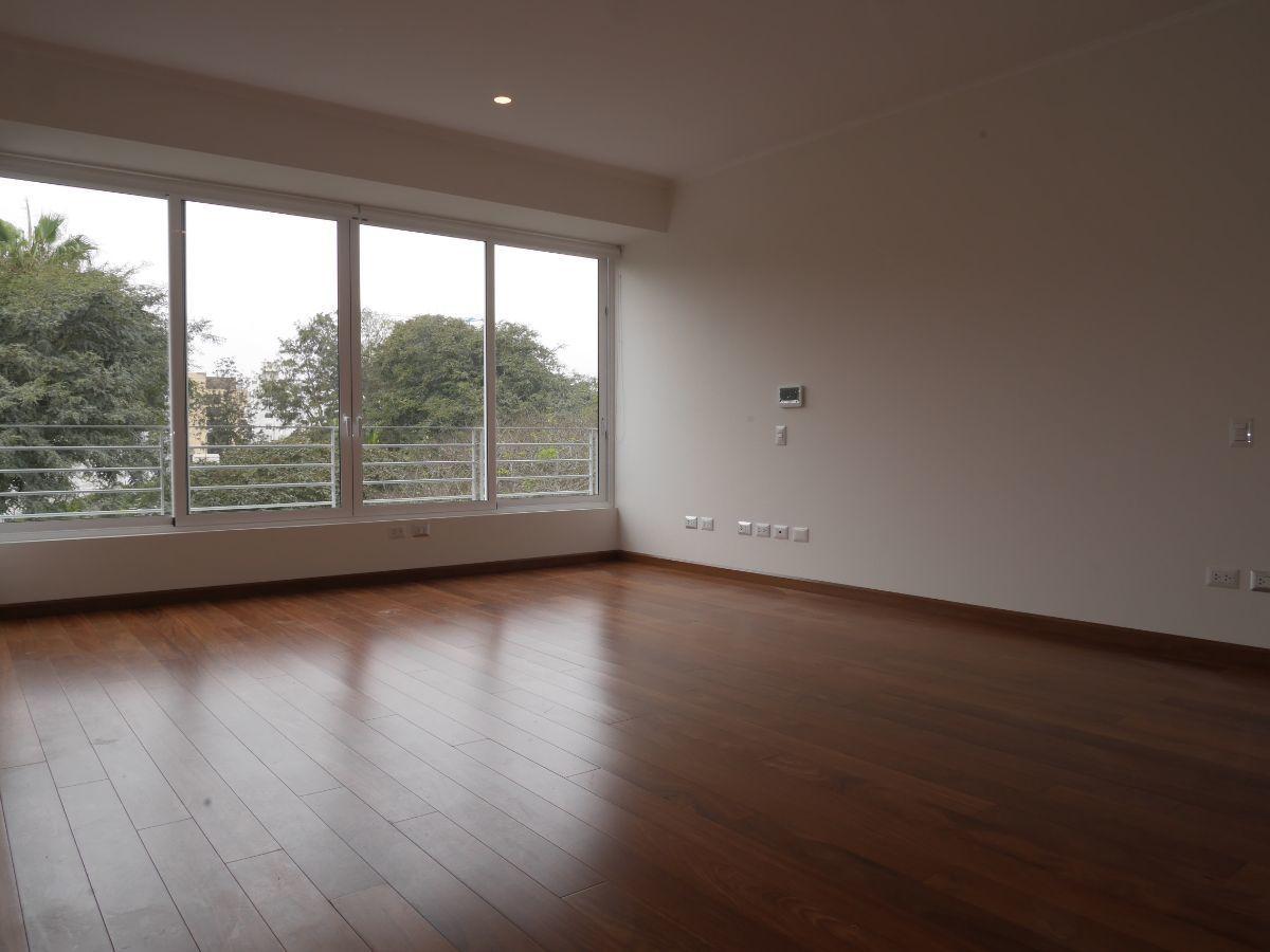 15 de 36: Dormitorio principal con hermosa vista a parque