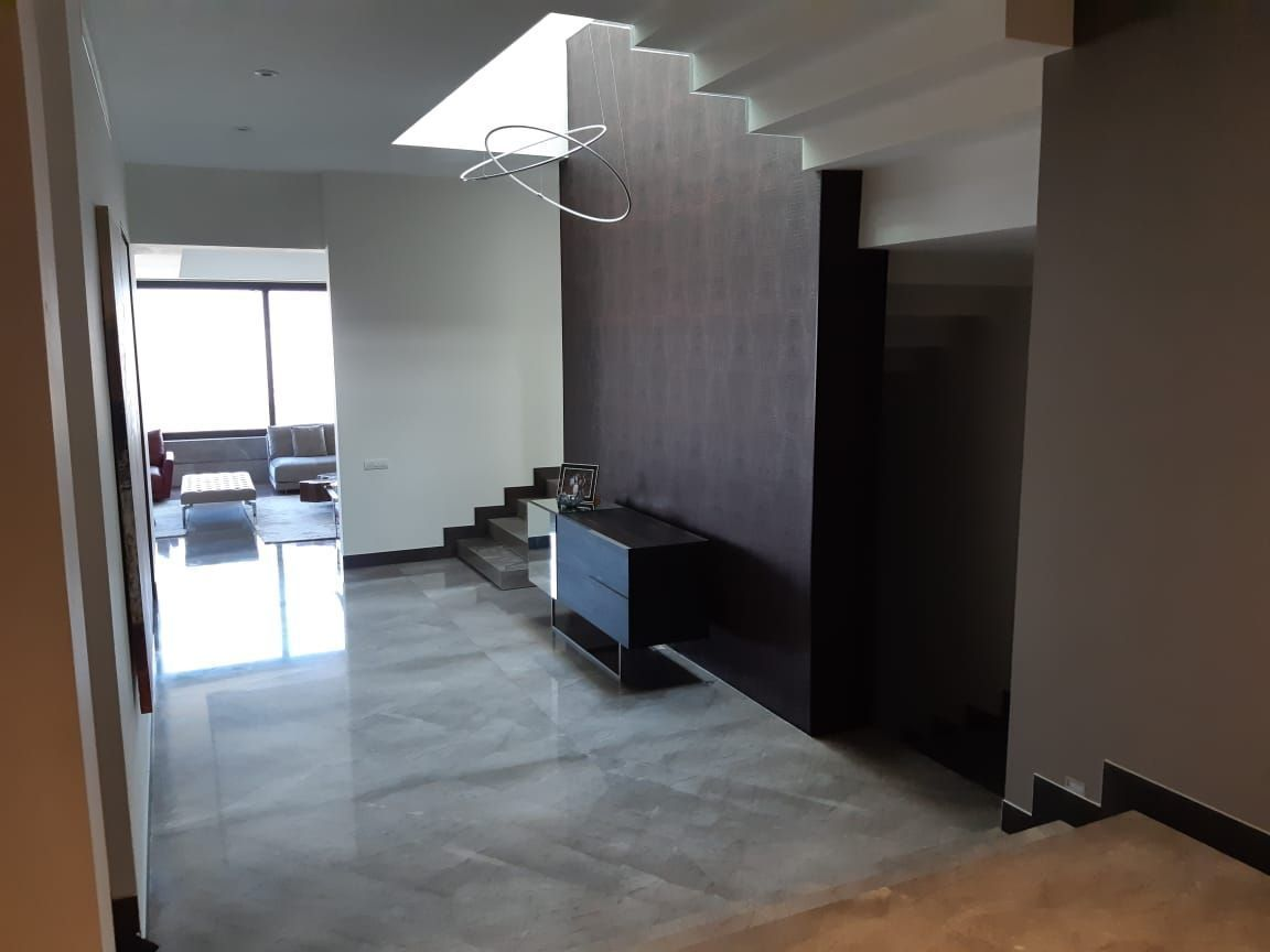4 de 14: Amplio recibidor, pisos de marmol