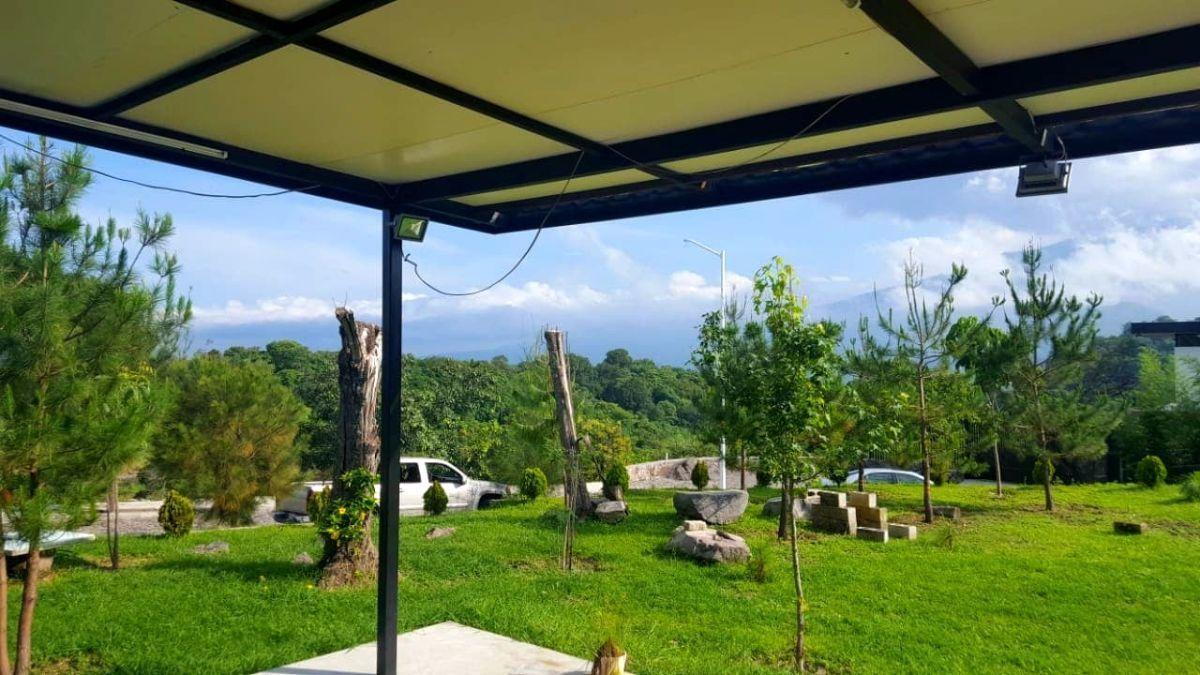 18 de 18: Jardín con su mantenimiento al día en perfectas condiciones