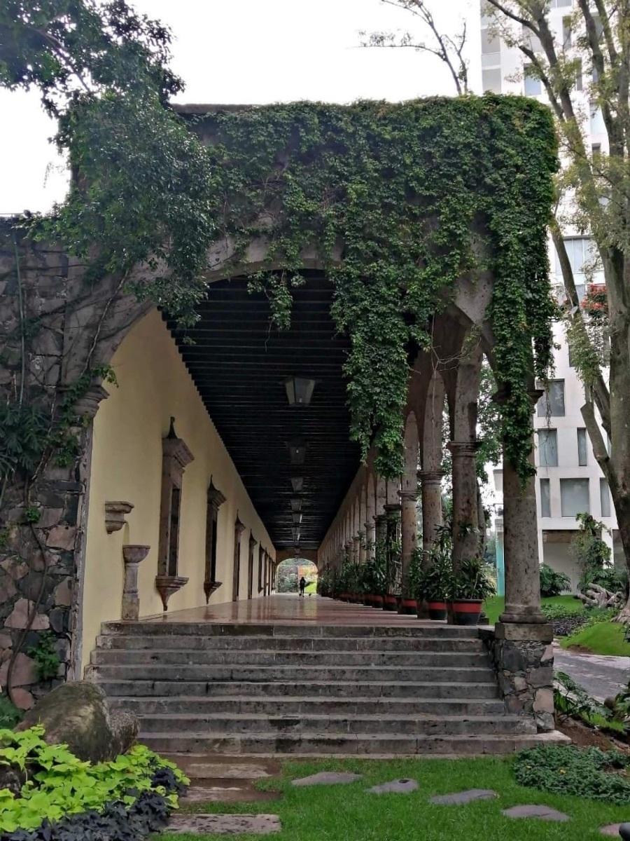 37 de 37: terraza con arcos