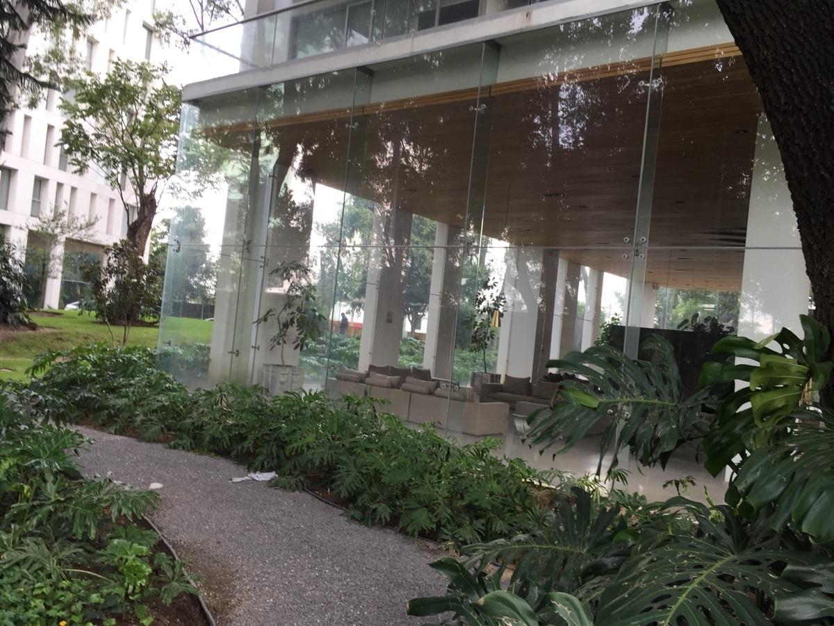 2 de 25: Ingreso al lobby del edficio Central Park