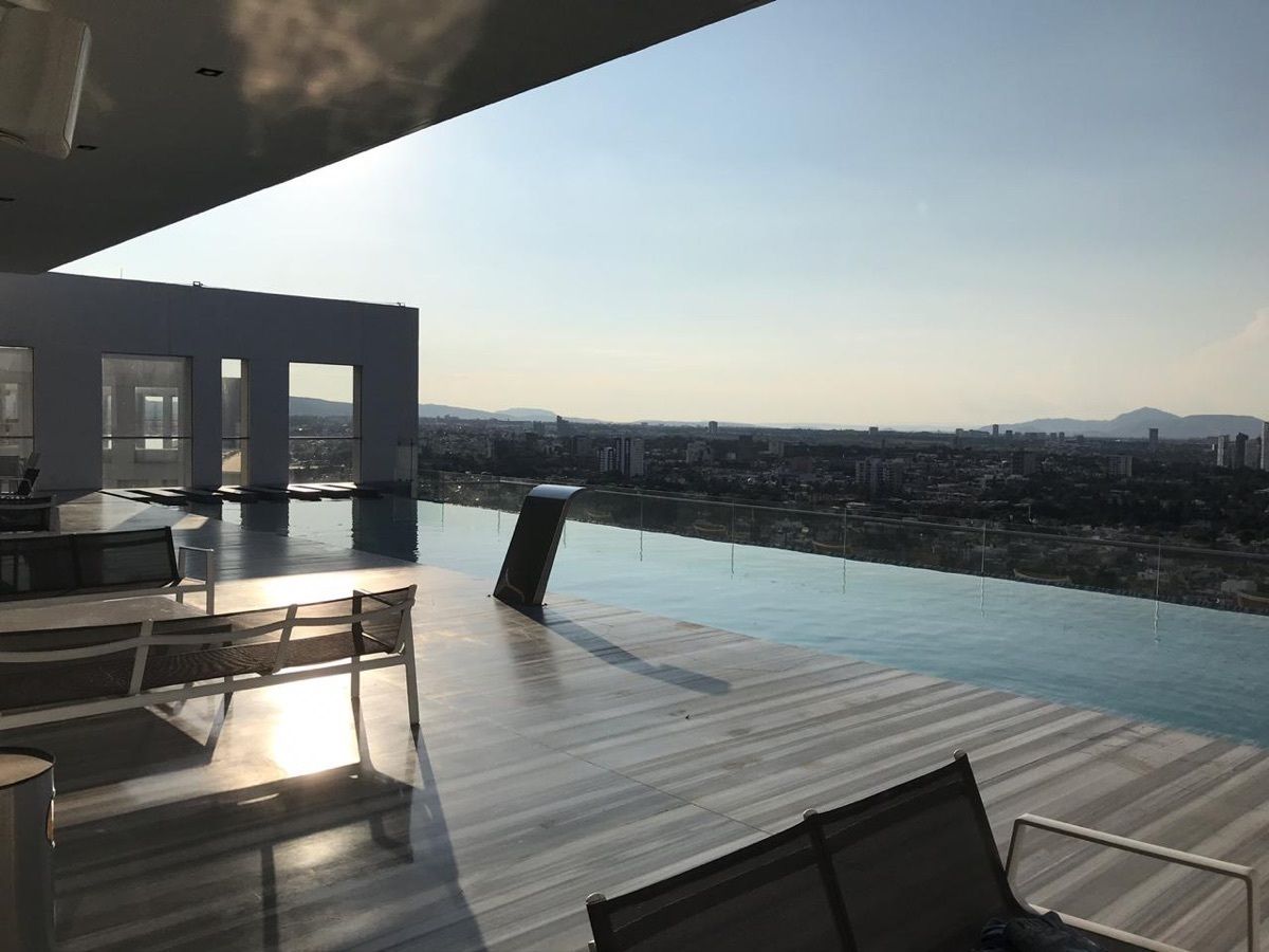 20 de 25: alberca y terraza en último piso con vista espectacular