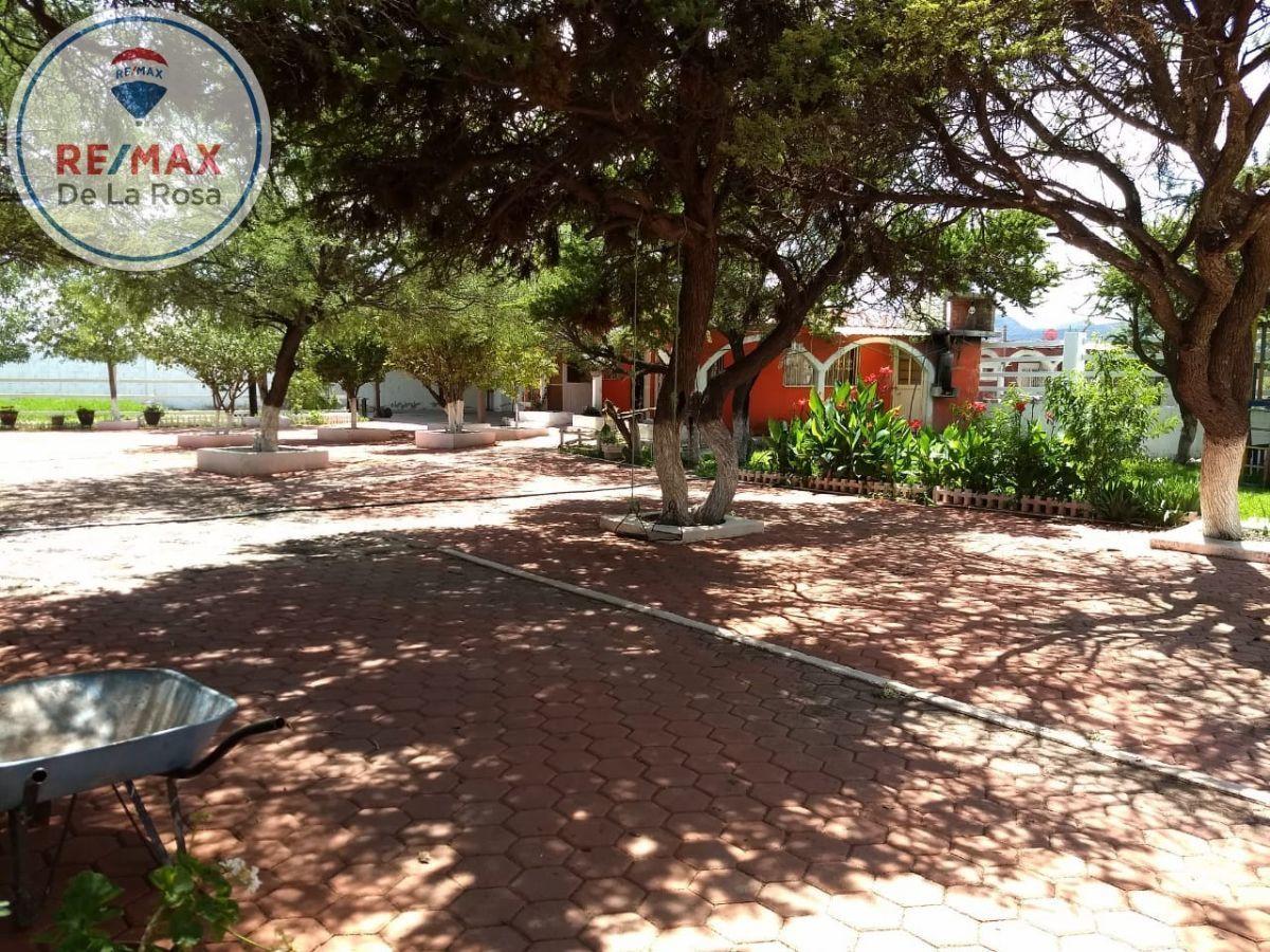 4 de 18: Estacionamiento y casa de vaquero
