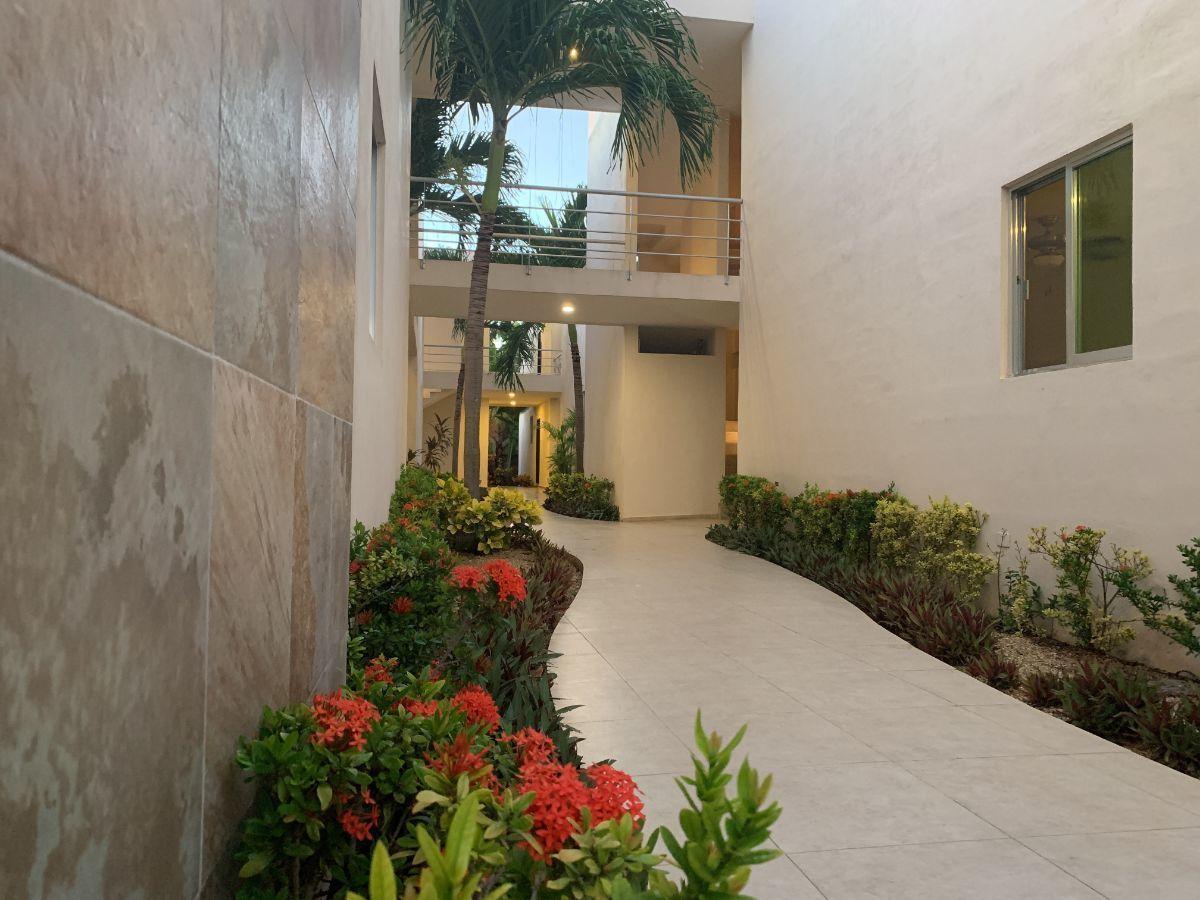 4 de 34: Jardines sobre pasillo