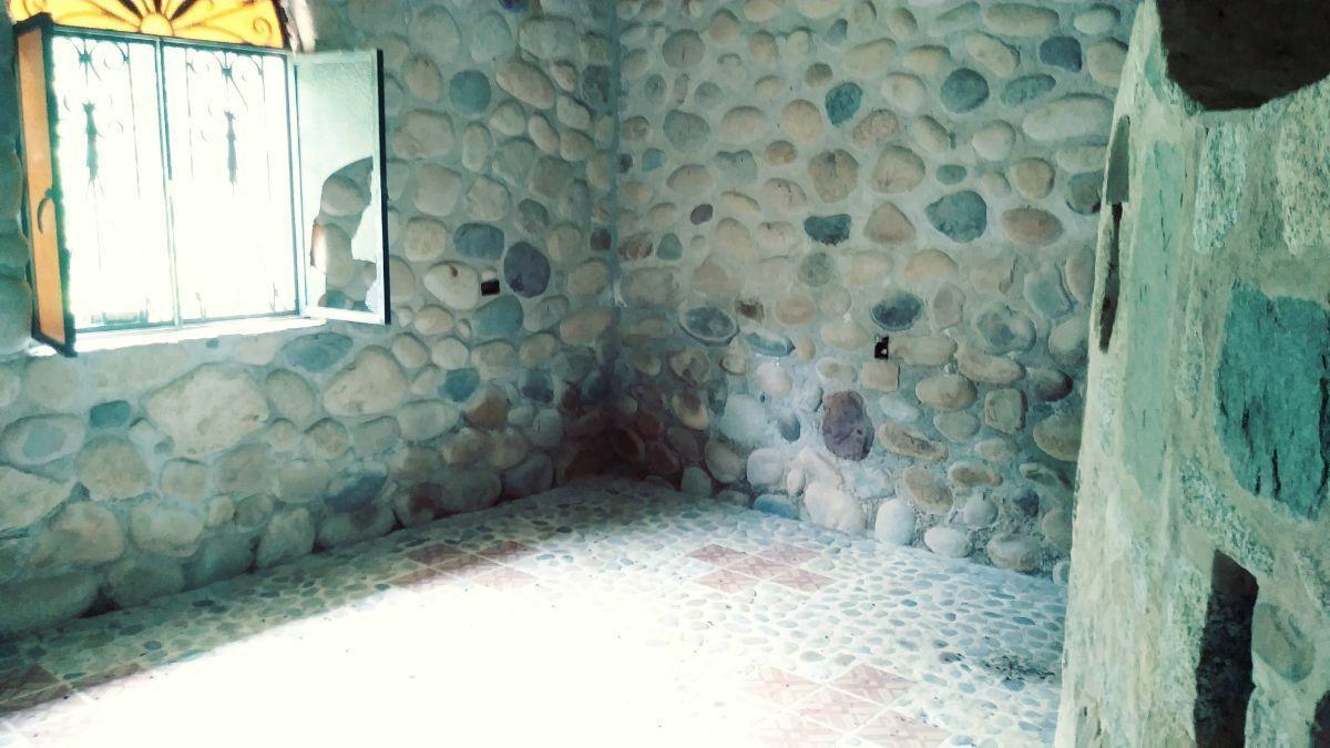21 de 26: Bathroom entrance area