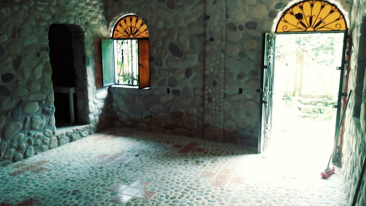 22 de 26: Entrance facing door