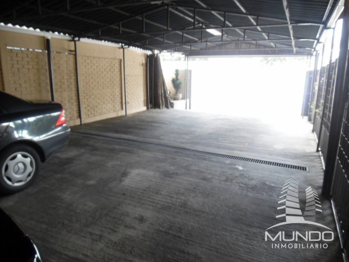 16 de 17: Garage para seis carros