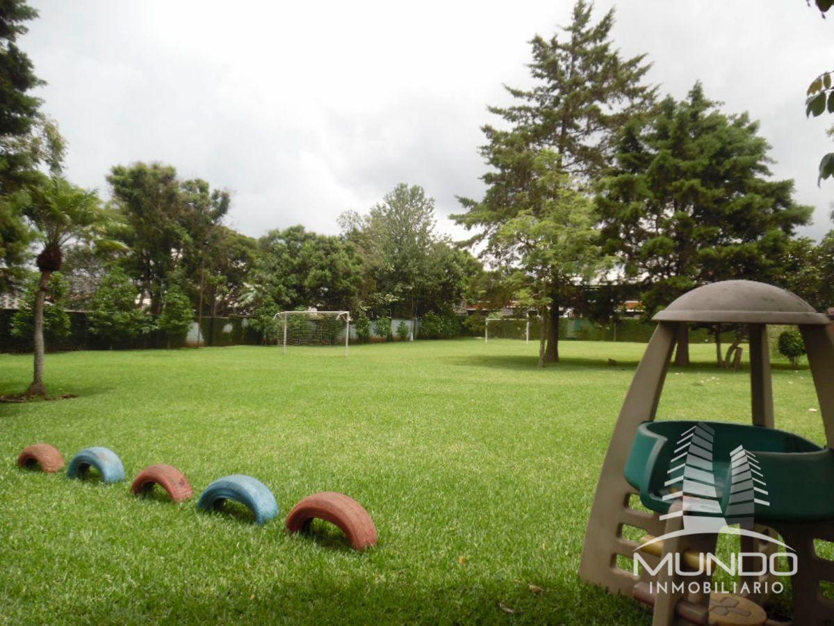 17 de 17: Jardín Comunal y áreas deportivas