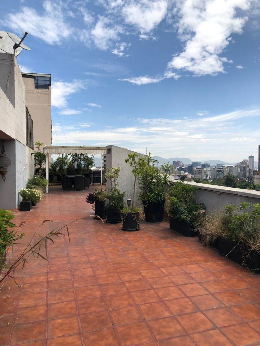 16 de 18: Gran terraza periférica