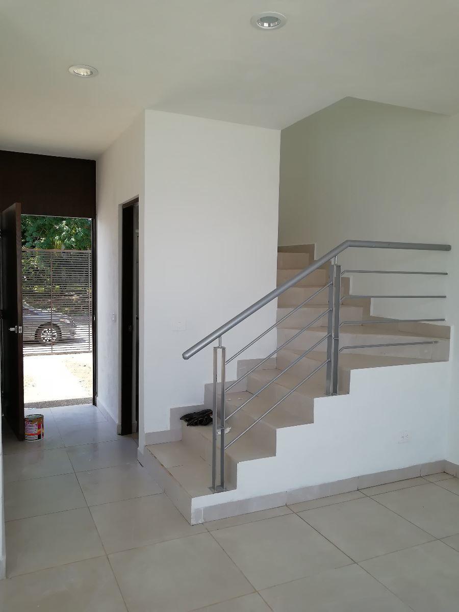 3 de 17: Escalera e Ingreso a Casa