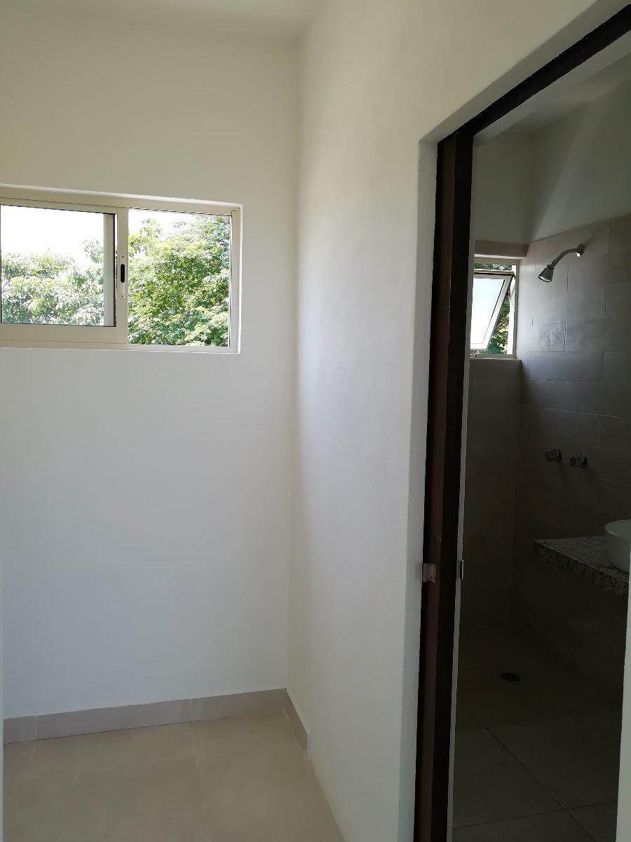 17 de 17: Area de Closet y ingreso a baño recamara principal