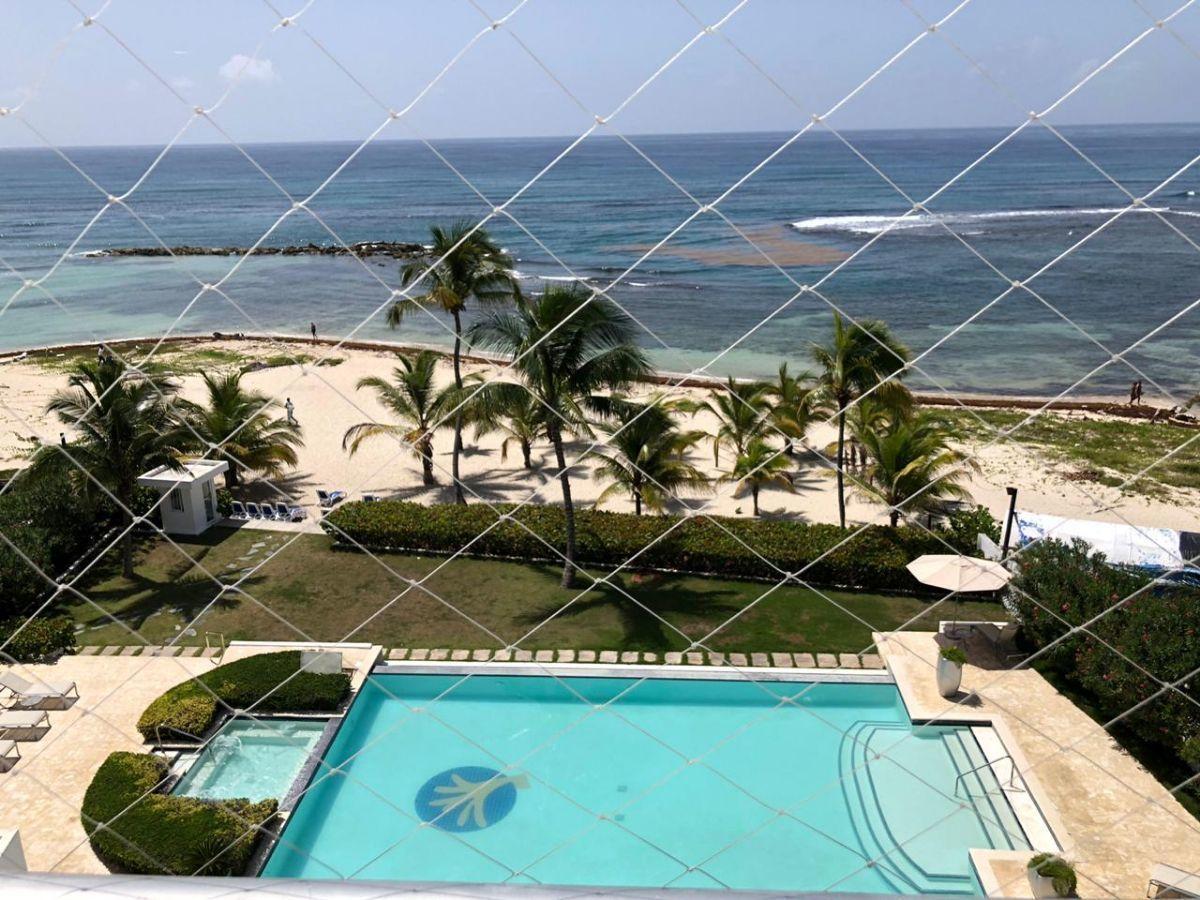 1 de 42: Vista a la piscina y al mar, desde el balcón
