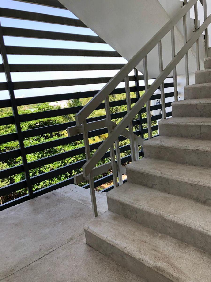36 de 42: escalera de emergencia