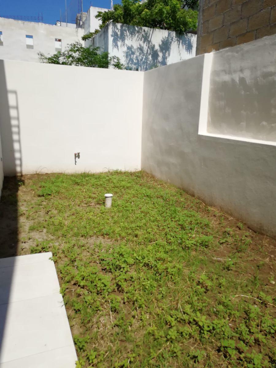 8 de 14: Área de Jardín trasero
