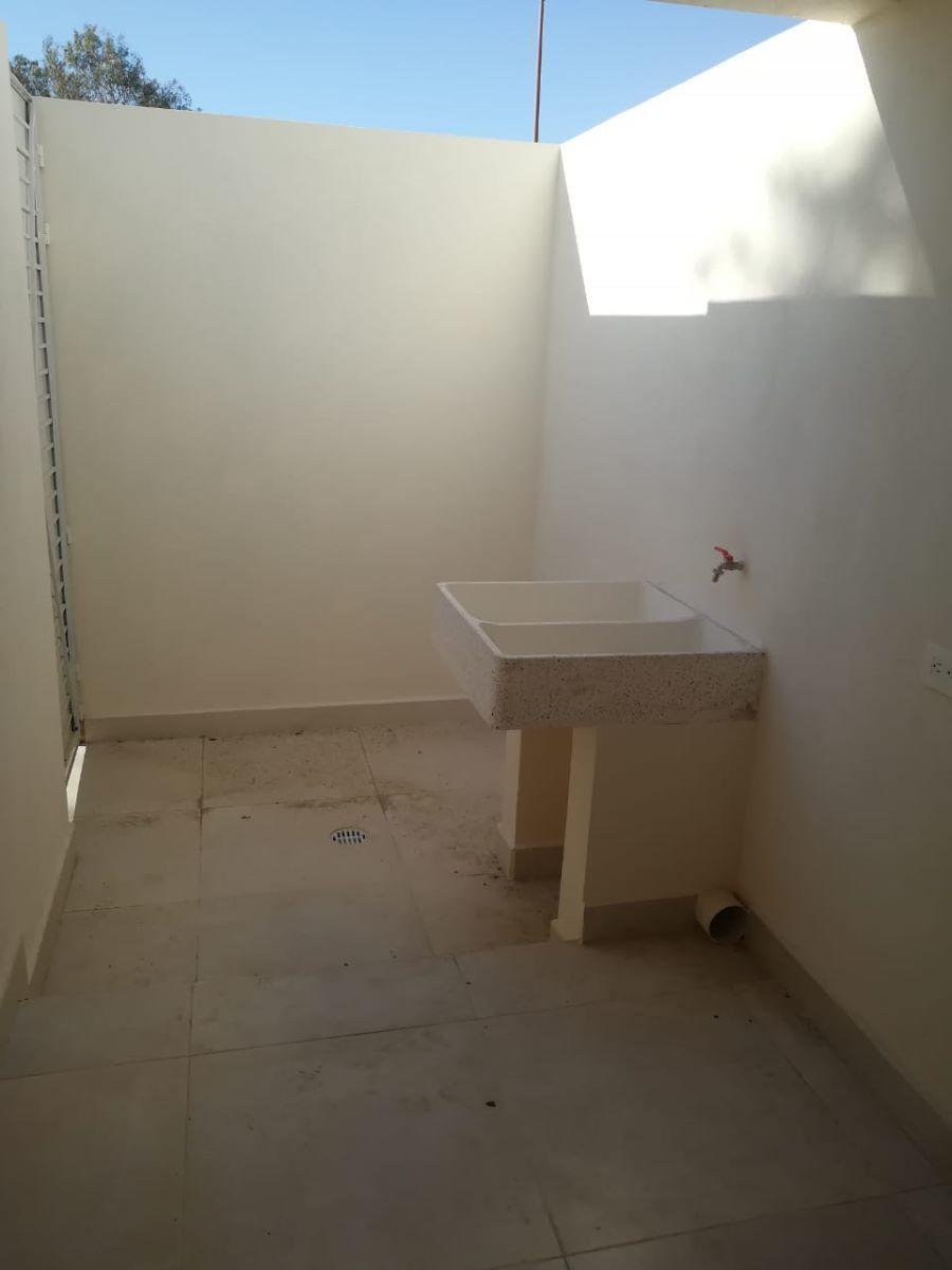 9 de 14: Patio de servicio, espacio para lavadora y secadora