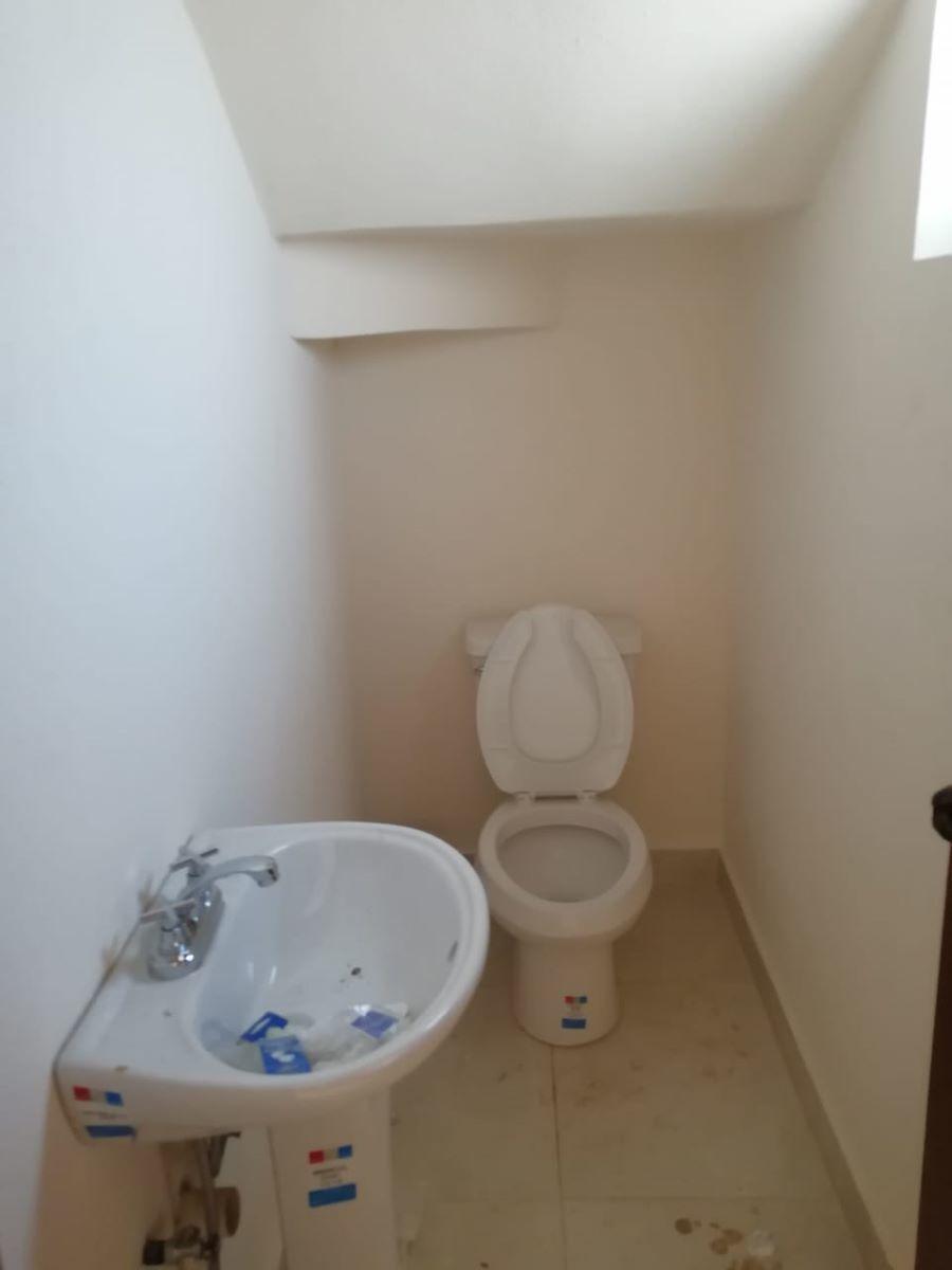7 de 14: Medio baño planta baja