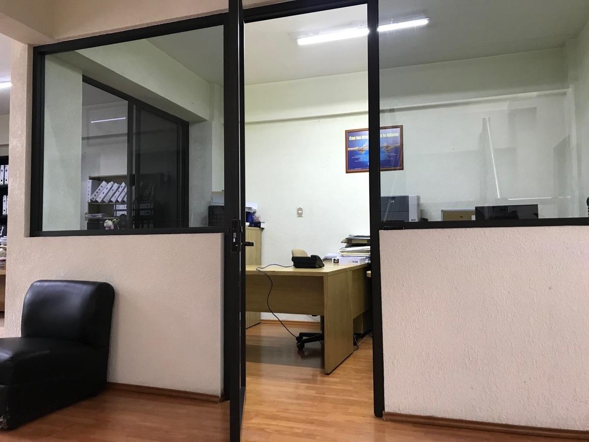 22 de 48: 3er nivel oficina privada