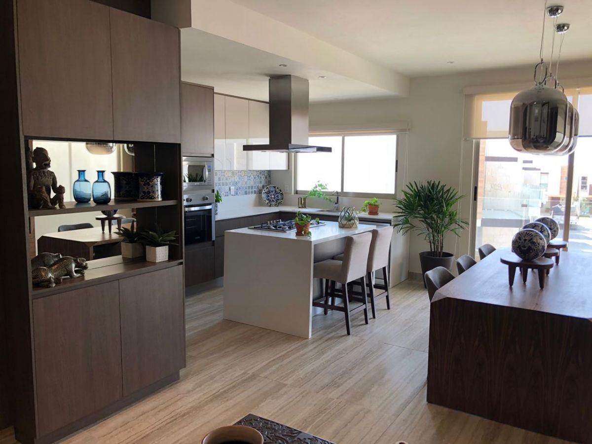 4 de 24: Living Room & Kitchen