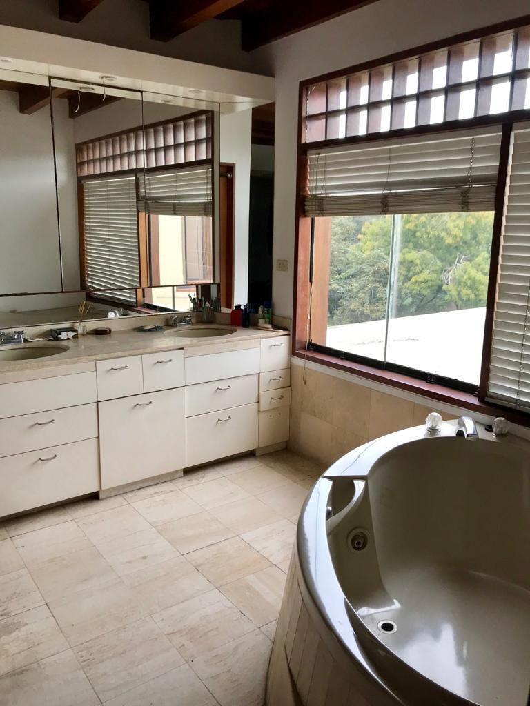 9 de 16: Baño Principal Completo + Jacuzzi + Sauna