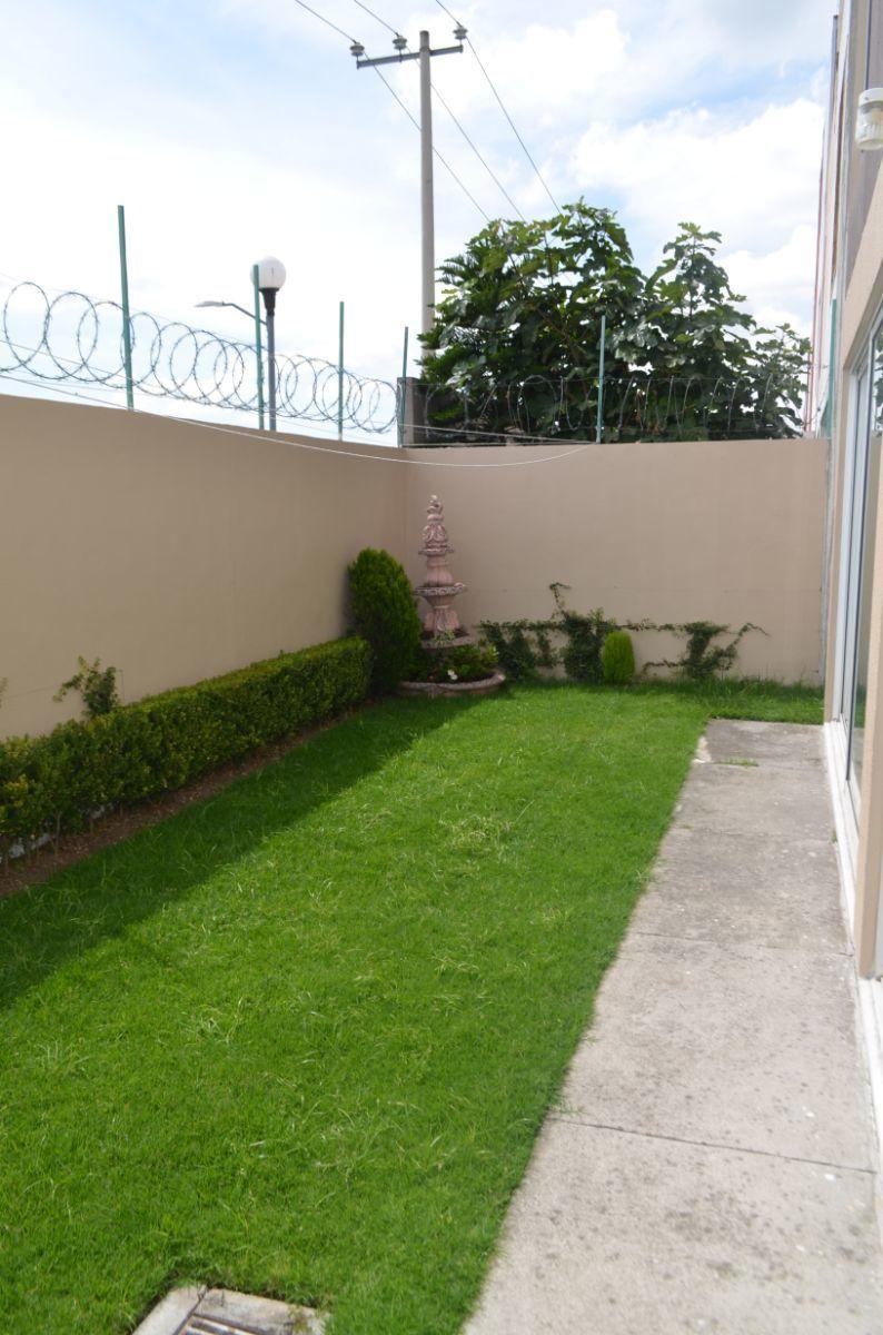6 de 32: Jardín Trasero